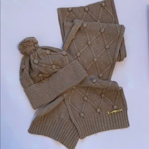 BNIB Juicy Couture Scarf and Hat Set